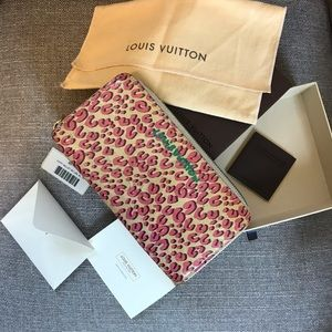 Louis Vuitton leopard zippy wallet